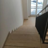 Jura Gelb, Treppen und Boden